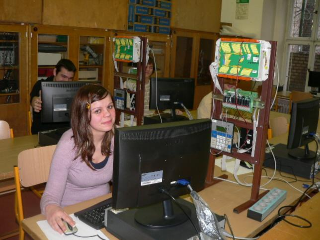 Práce v laboratoři programovatelných automatů
