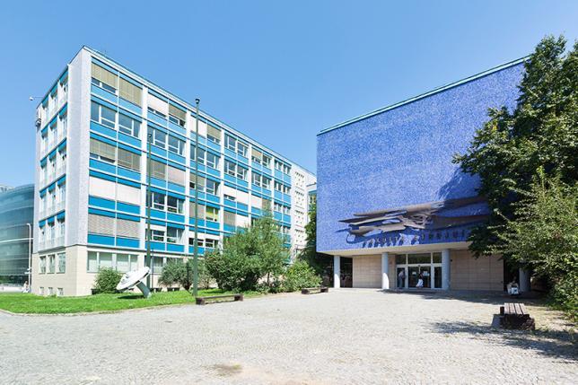 Budova fakulty v Dejvicích