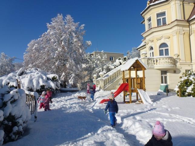 Školka v zimě