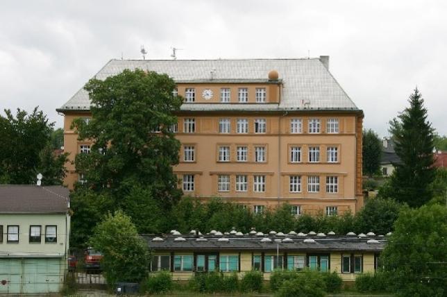 Budova školy v ulici Žákovská v Sokolově