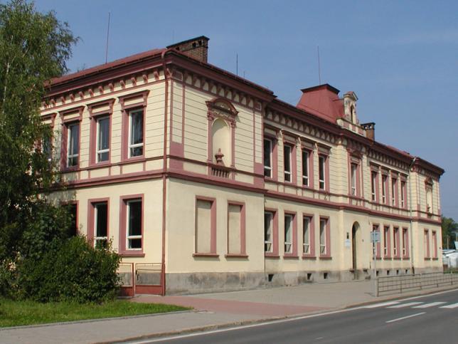 Budova odloučeného pracoviště školy pro teoretické vyučování v ulici Horská 59