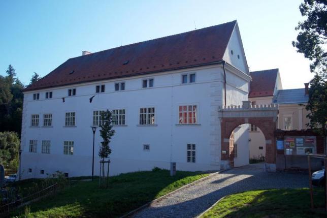 Školní budova zámku SOŠ a SOU Kuřim
