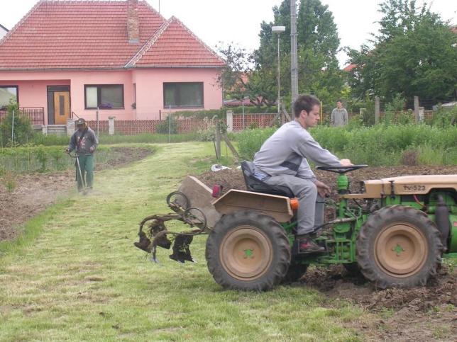 Zahradníci při práci