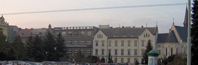 Komplex gymnázia před rekonstrukcí fasády