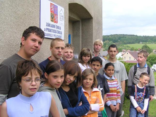 Před školou za školou