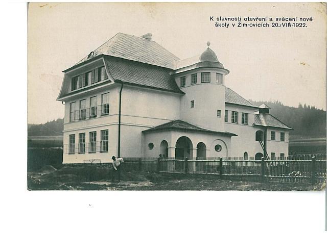 škola před slavnostním otevřením v roce 1922