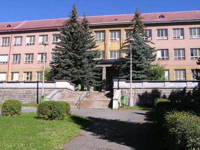Hlavní budova školy