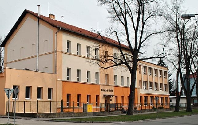 Budova školy a dílen