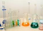Nerozumíš chemii? Zkus se učit podle nové učebnice, kterou napsali sami studenti